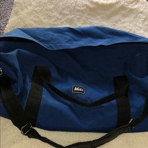 Rei medium sized duffel bag